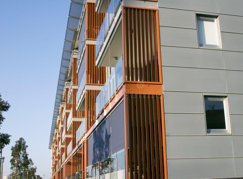 Exterior moderno del bloque de apartamentos fotografía de archivo libre de regalías