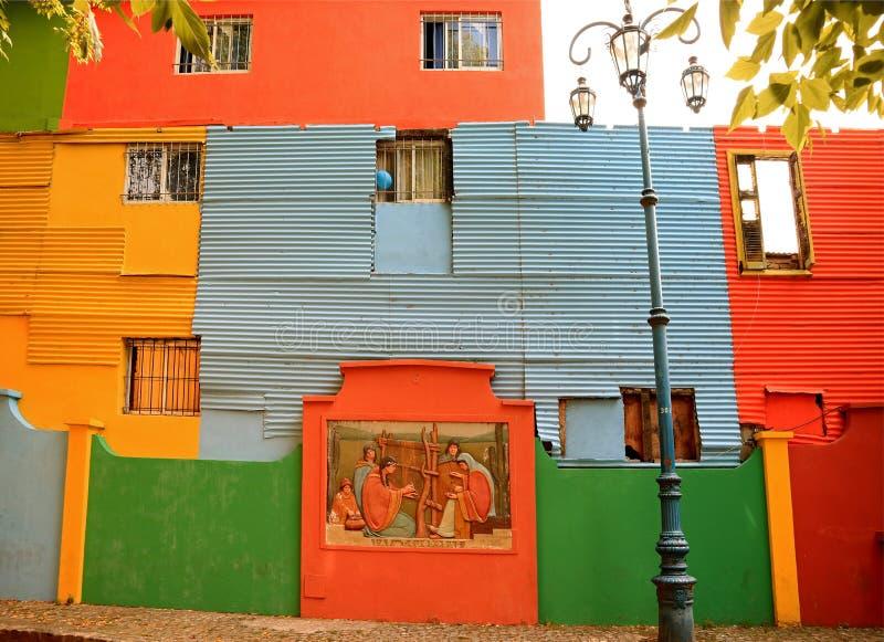 Exterior pintado colorido das casas no La Boca Neighborhood, Buenos Aires, Argentina, Ámérica do Sul imagem de stock