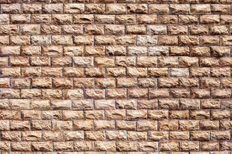 Exterior que termina as paredes da casa com uma pedra marrom foto de stock