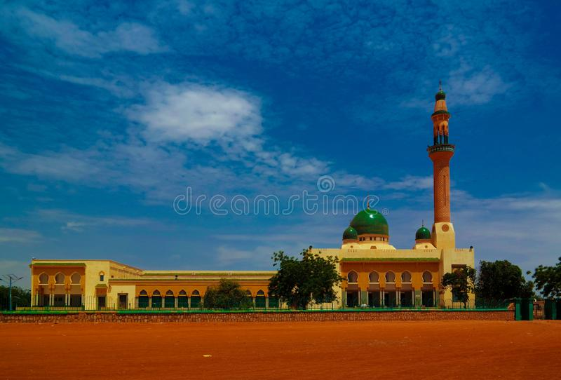 Exterior view to Niamey Grand mosque in Niamey, Niger. Exterior view to Niamey Grand mosque, Funded with money from Libyan Government of Gaddafi, Niamey, Niger stock images