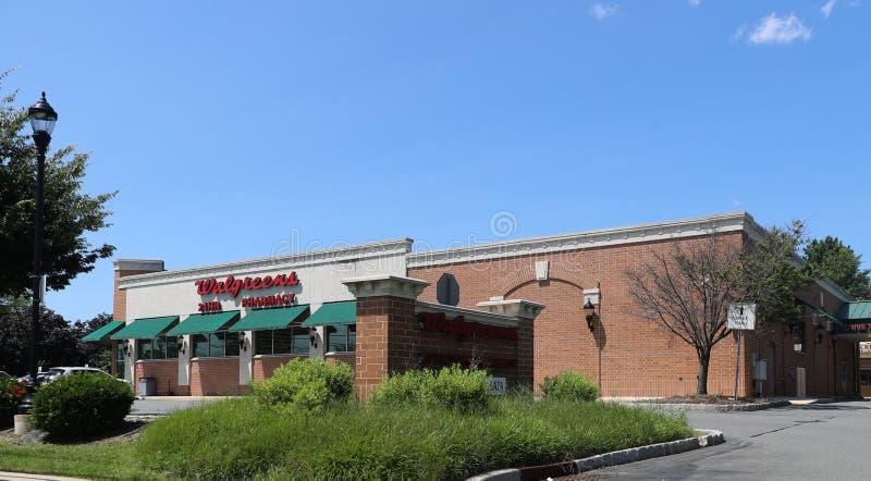 Exterior y muestra de la tienda de Walgreens imagenes de archivo