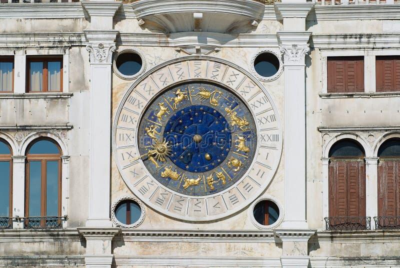 Exteriror detalj av den Torre dellen Orologio (klockatorn) i Venedig, Italien royaltyfria bilder