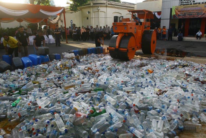 Exterminación tradicional del licor en Indonesia fotografía de archivo libre de regalías
