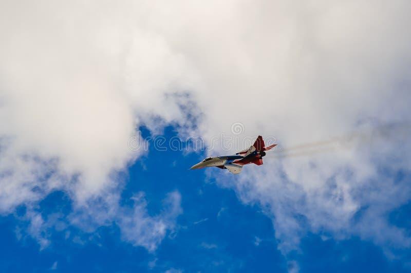 Exterminator в небе над городом стоковая фотография