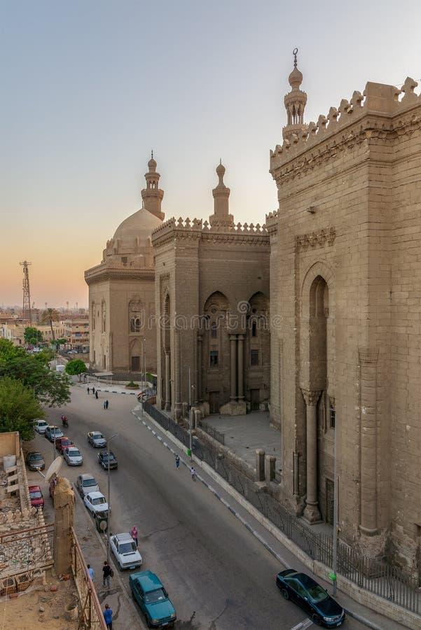 Externe Ansicht von historischen Moscheen Al Rifais und Sultan Hasans, altes Kairo, Ägypten stockbild