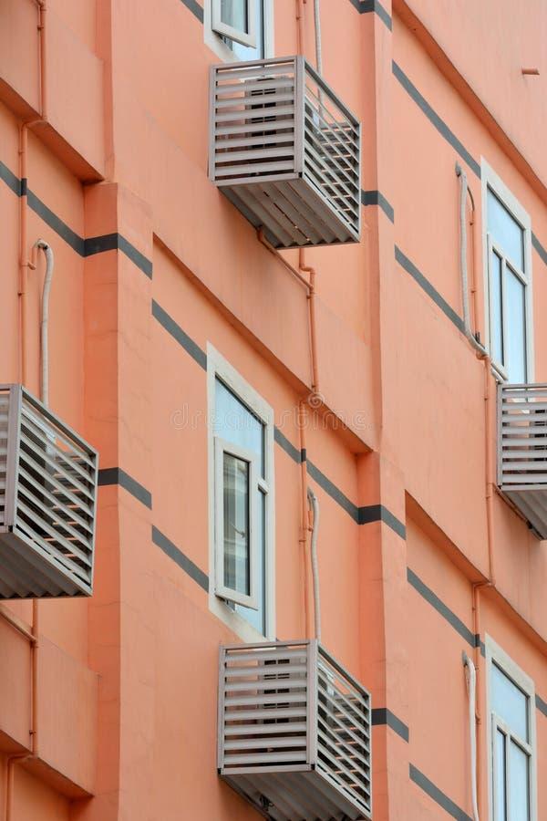 Edificio Coloreado Residencia Con El Acondicionador De Aire Foto de archivo libre de regalías