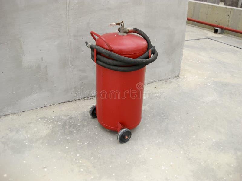 Extintor de incêndio Extintor de incêndio Equipamento para extinguir a chama fotografia de stock