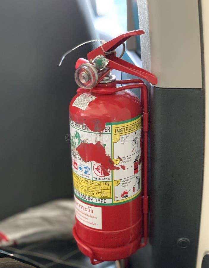 Extintor rojo, tamaño pequeño, fácil llevar imagen de archivo libre de regalías