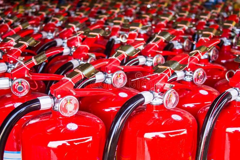 Extintores rojos foto de archivo libre de regalías