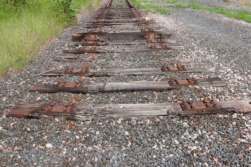 Extrémité de la vieille ligne ferroviaire photos libres de droits