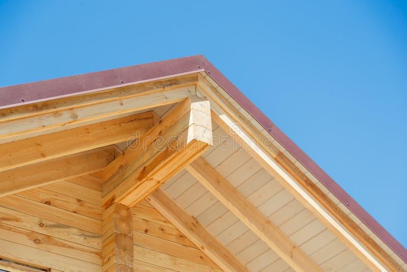 Extrémité de pignon de bâtiment de cabine de rondin photo libre de droits