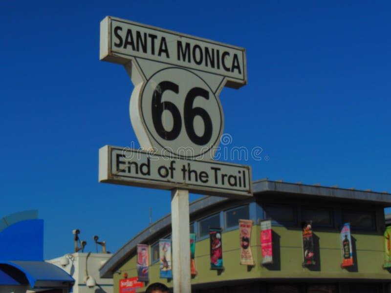 Extrémité de Santa Monica Route 66 du Signage de traînée photographie stock libre de droits