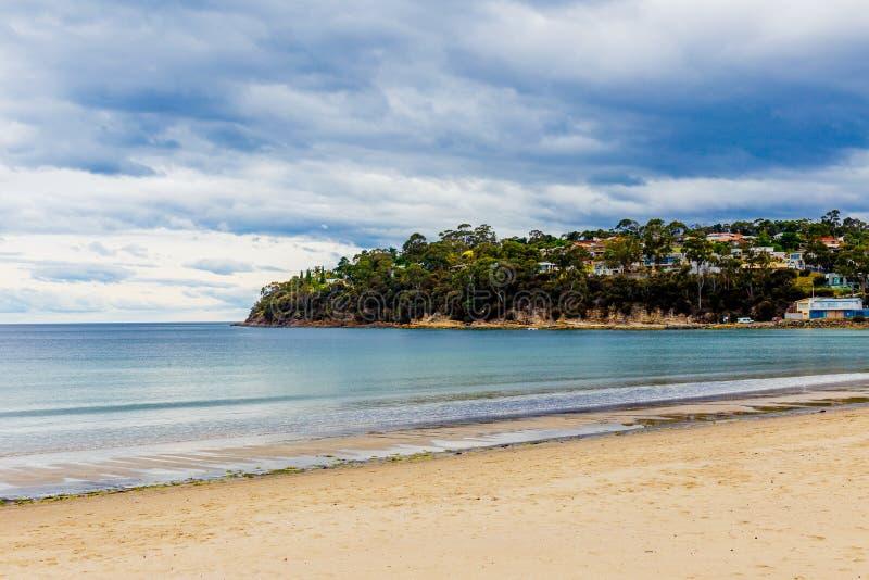 Extrémité méridionale de plage de Kingston à Hobart, Tasmanie, Australie photographie stock libre de droits