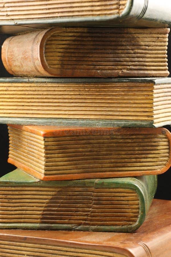 Extrémités de livre en bois images stock