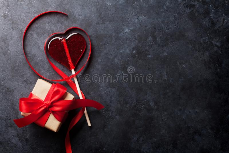 8 extra ai som kontroll för hälsning för mapp för eps för bakgrundskortdag nu över vita oavgjorda sparade valentiner royaltyfri bild
