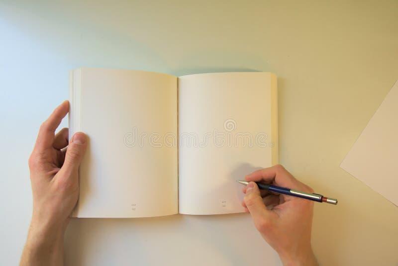 extra bakgrundsaffärsformat skrivbord och vitbok arkivfoto