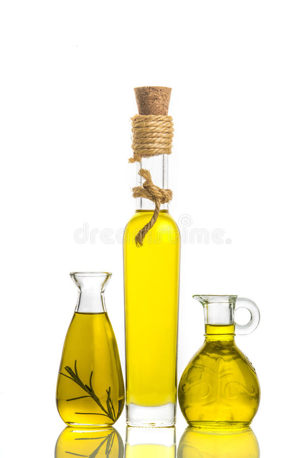 Extra isolerade olivoljaflaskor fotografering för bildbyråer