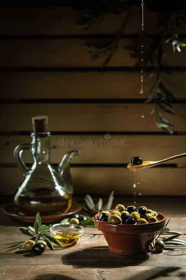 Extra jungfrulig olivolja i olja arkivfoton