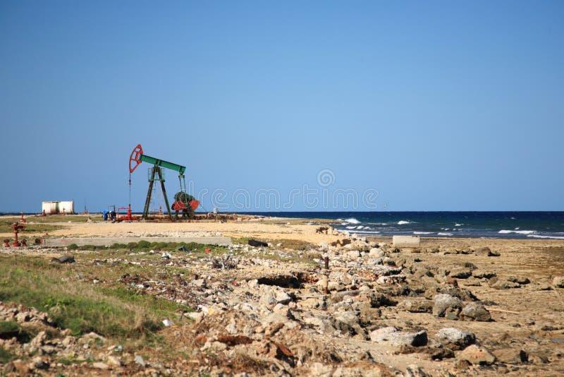 Extracción del petróleo en Cuba imágenes de archivo libres de regalías