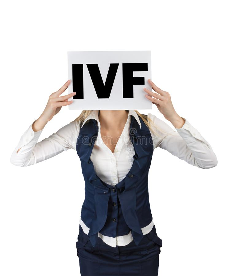 Extracorporal землеудобрение Сформулируйте IVF на листе бумаги в руках женщин стоковая фотография