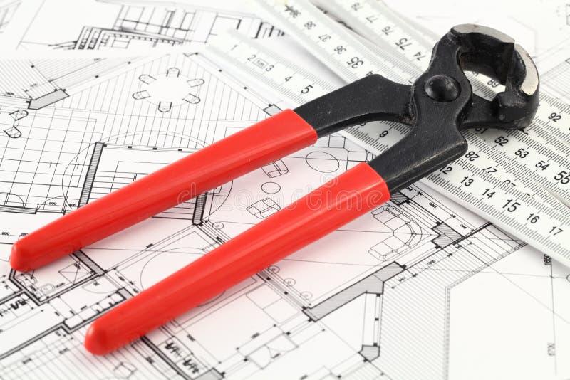 Extracteur de clou, grille de tabulation et plan architectural image stock