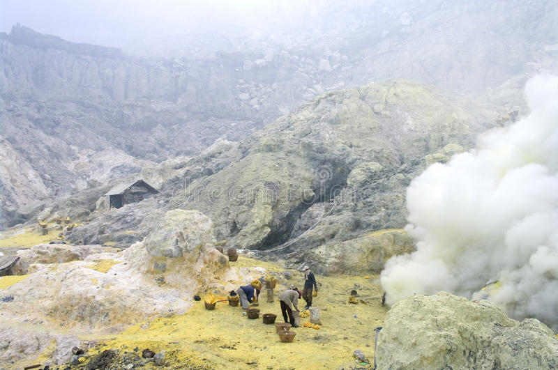 Extracting sulphur inside Kawah Ijen crater stock photography