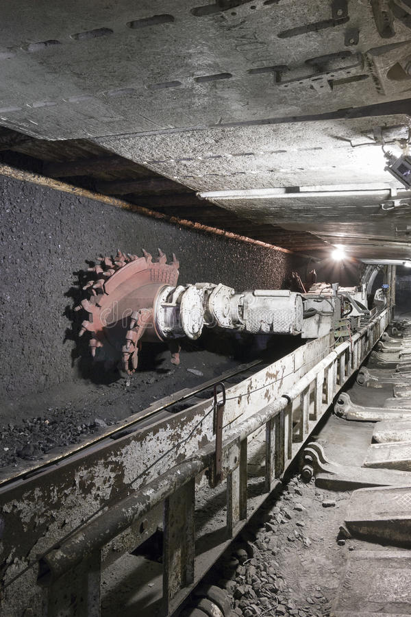Extraction de charbon : Excavatrice de mine de charbon photographie stock libre de droits