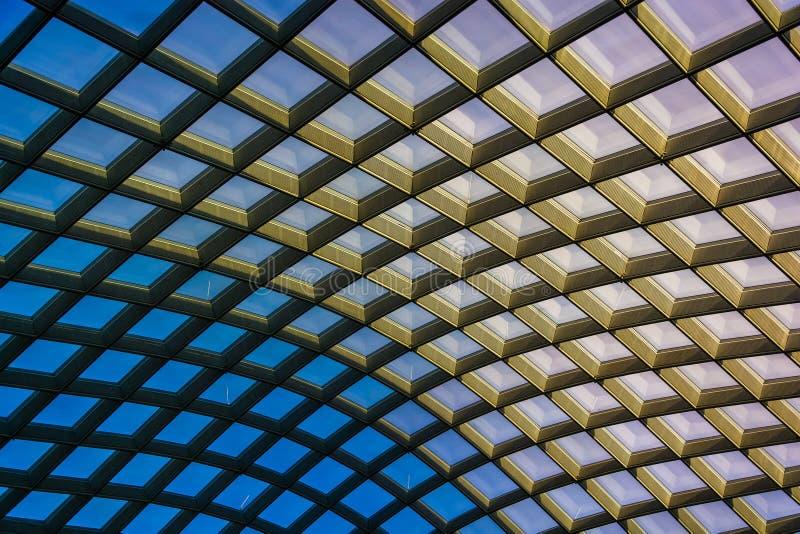 Extracto arquitectónico tomado del techo en el Kogod Courty foto de archivo libre de regalías