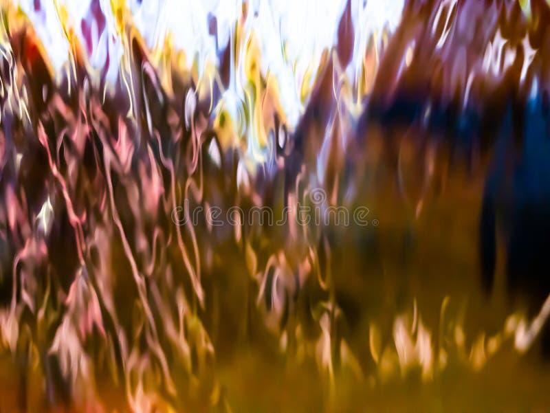 Extracto de la cortina de la reflexión que fluye el agua foto de archivo libre de regalías