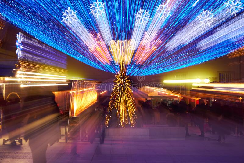 Extracto de la luz del día de fiesta con el efecto 2019 del movimiento de la lente foto de archivo libre de regalías