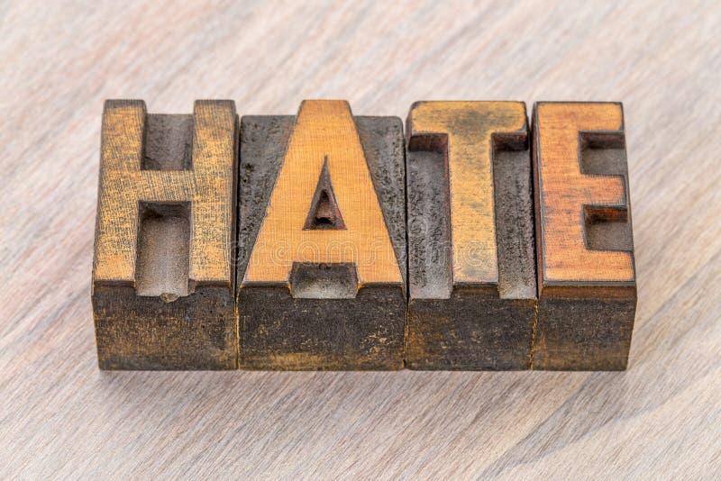 Extracto de la palabra del odio en el tipo de madera fotografía de archivo