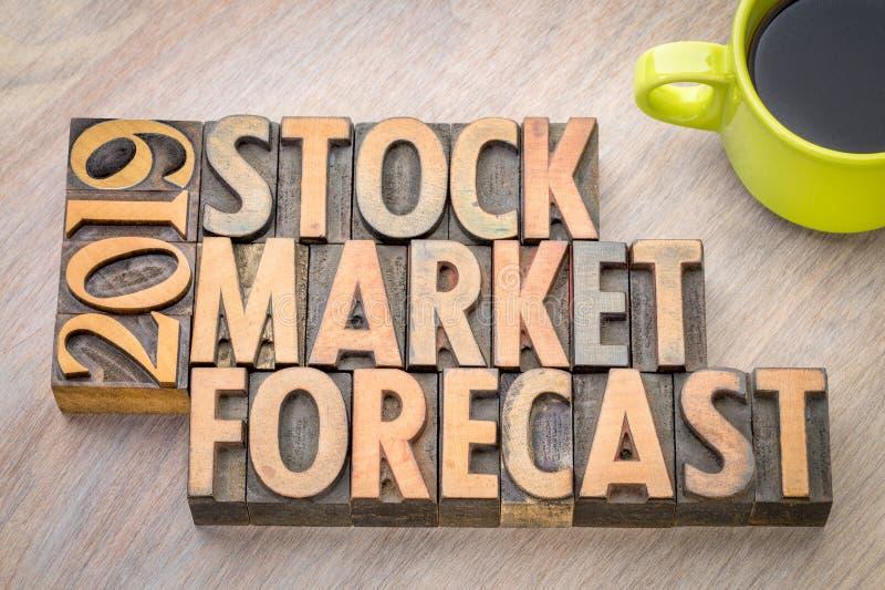 extracto de la palabra del pronóstico del mercado de acción 2019 en el tipo de madera imagenes de archivo