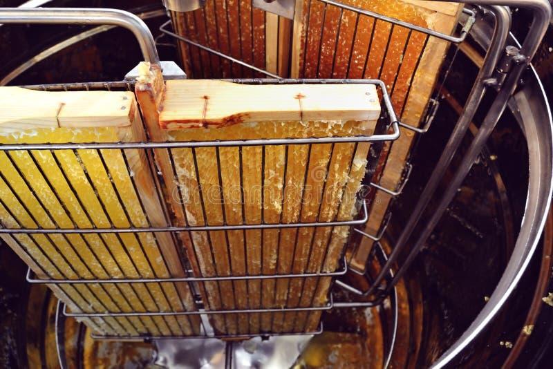 Extractor de miel con peines de miel fotografía de archivo