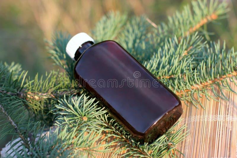 Extrait aromatique de pétrole de sapin photographie stock