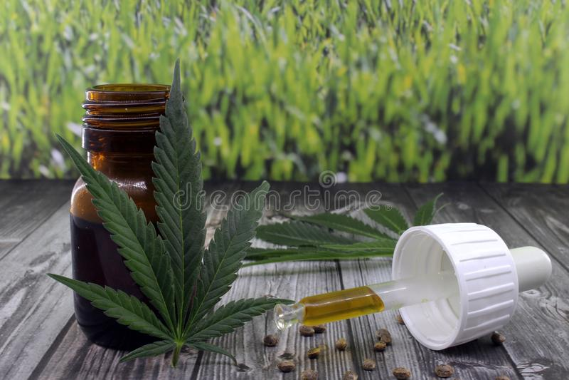 Extrato do óleo do cannabis para acalmar doenças fotos de stock