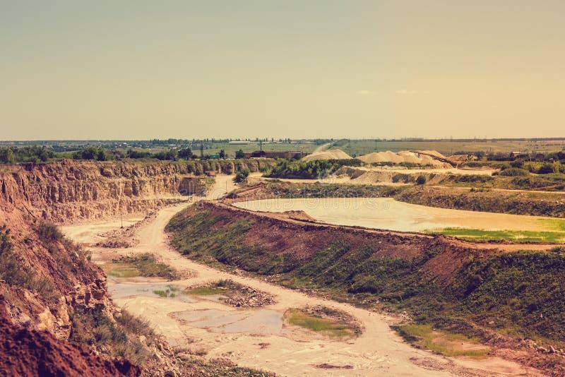 Extrayez le paysage, extraction à ciel ouvert de cuivre, argent, or, minerais photographie stock libre de droits