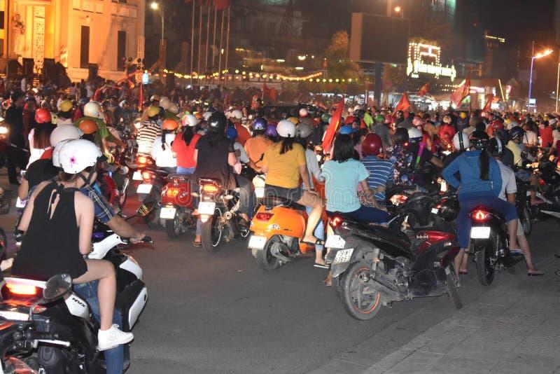 Extrem trafik med många mopeds i Nha Trang, Vietnam, Asien royaltyfria bilder