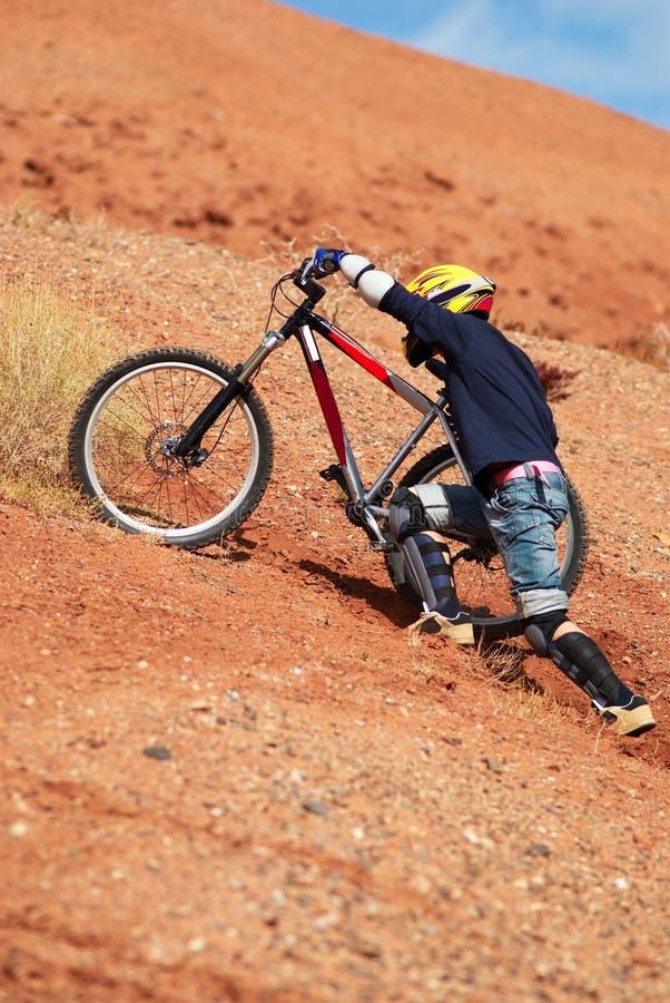 Extreme bergopwaartse fiets stock foto