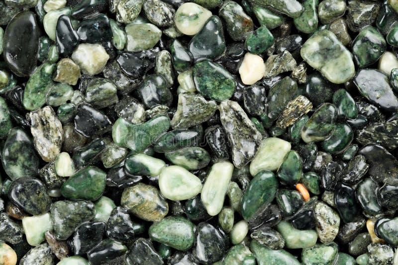 Extreme dichte omhooggaand van donkergroen gekleurd natuursteentapijt Verschillende schaduwen en tinten van groen Decoratieve ste stock foto
