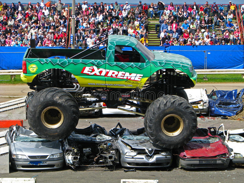 Extreme monster truck editorial stock photo image of race - Pagina da colorare di monster truck ...