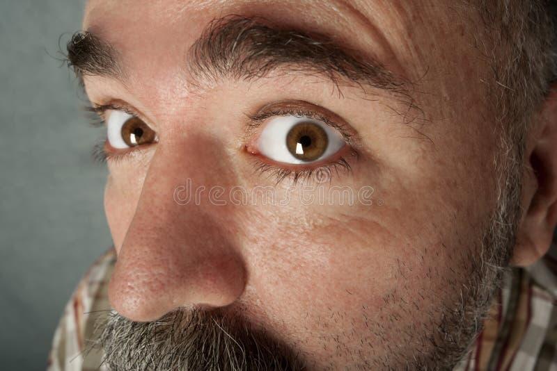 Extreme Nahaufnahme des Mannes in seinem 40s lizenzfreies stockbild