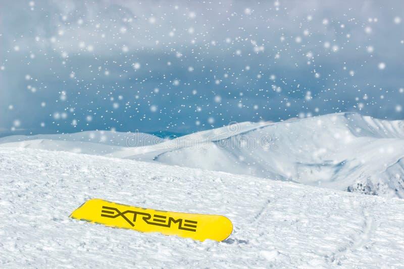Extreme sport en avonturen Oefening en Gezonde Levensstijl De sport van de winter snowboarding stock afbeelding