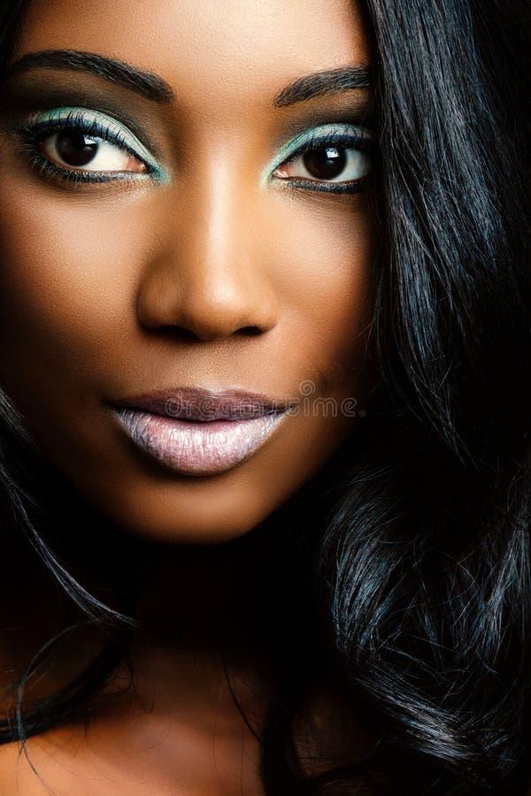 Extremer Abschluss herauf Schönheitsporträt des afrikanischen Mädchens stockfoto
