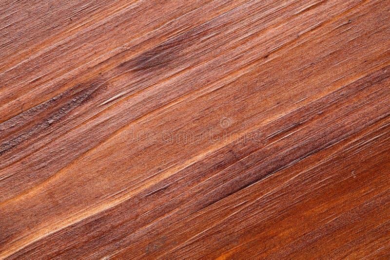 Extremer Abschluss oben einer Kiefernholzoberfläche, beendete dunkle Holzbeize, Patina und Mattlack stockbilder
