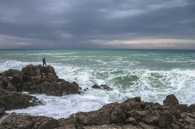 Extremes Fischen Panorama des Seeufers Griechenland lizenzfreie stockfotografie