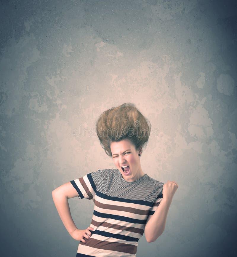 Extremes Porträt der jungen Frau der Frisur lizenzfreies stockfoto