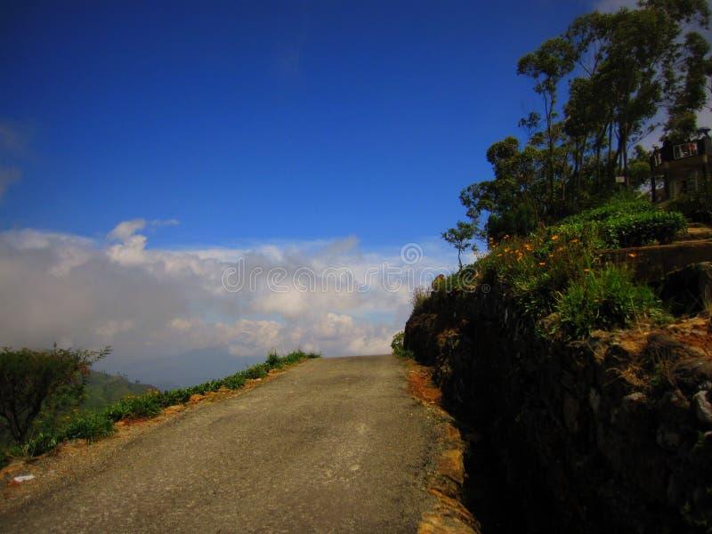 Extremidade da estrada na montanha imagens de stock royalty free
