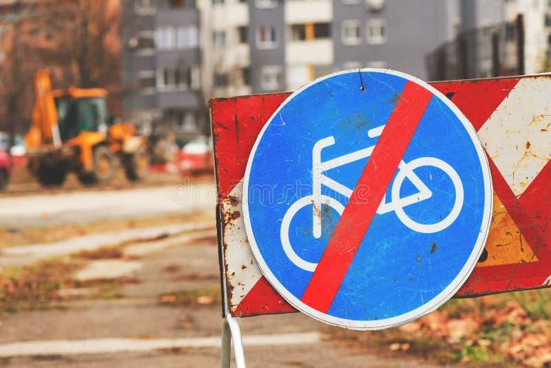 Extremidade do sinal de tráfego da pista de bicicleta fotos de stock