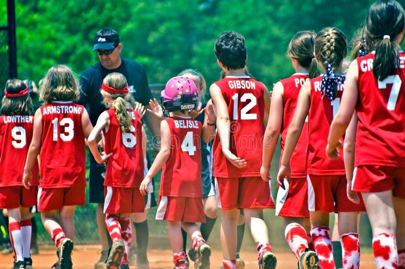 Extremidade do softball das meninas do jogo fotografia de stock royalty free