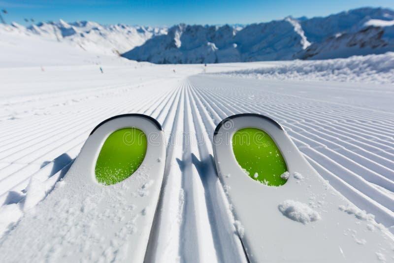 Extremidades de esquí en piste del esquí foto de archivo libre de regalías
